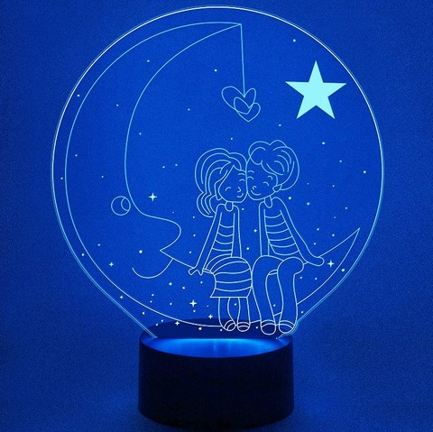Влюбленные на луне