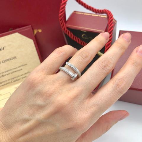 Кольцо гвоздь из серебра в обыпке из цирконов