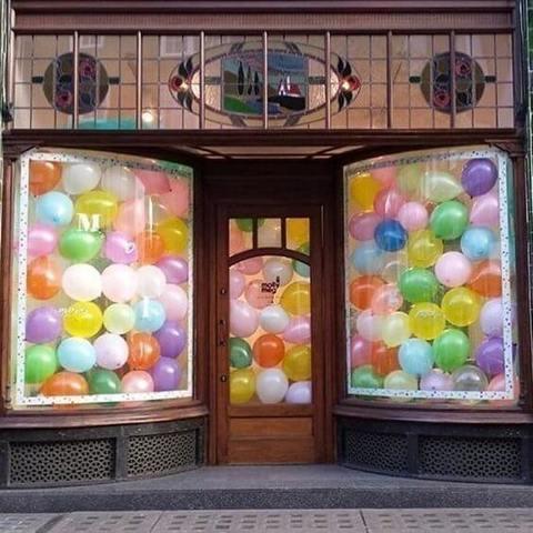 Оформление витрины магазина Воздушный шар