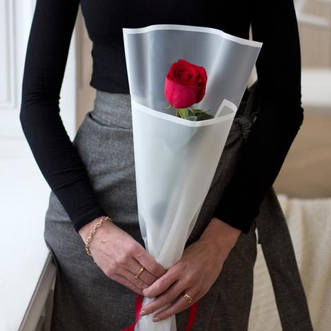Букет 1 роза в стильном оформлении