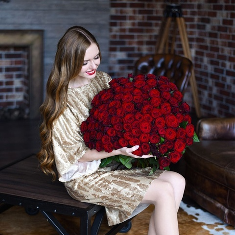 Букет 101 красная роза Red Naomi