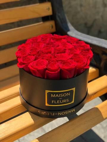 25 красных роз в черной коробке Maison Des Fleurs