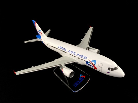Модель самолета Airbus A320 (М1:100, Ural Airlines)