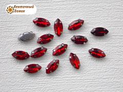 Камень маркиза в цапах красный