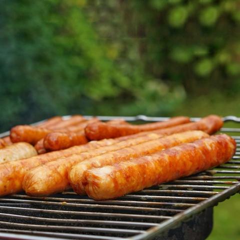 Фотография Колбаски для жарки и барбекю ОСТРЫЕ (свинина+говядина) / 500 г купить в магазине Афлора