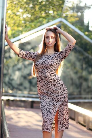 Платье с разрезом спереди миди купить