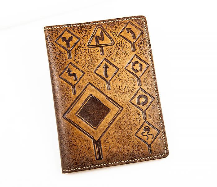 Коричневая кожаная обложка для авто документов «Дорожные знаки» обложка для документов fabretti обложка для документов