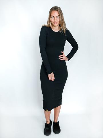 Платье трикотажное с округлым вырезом черное