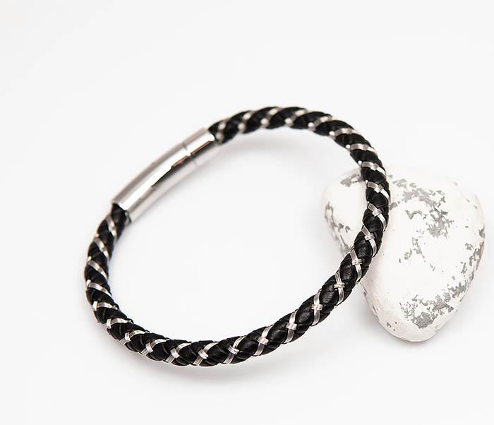 Фото - Monzo, Мужской браслет из кожаного шнура и стальной проволоки (21 см) мужской браслет из кожи со стальной проволокой 20 см