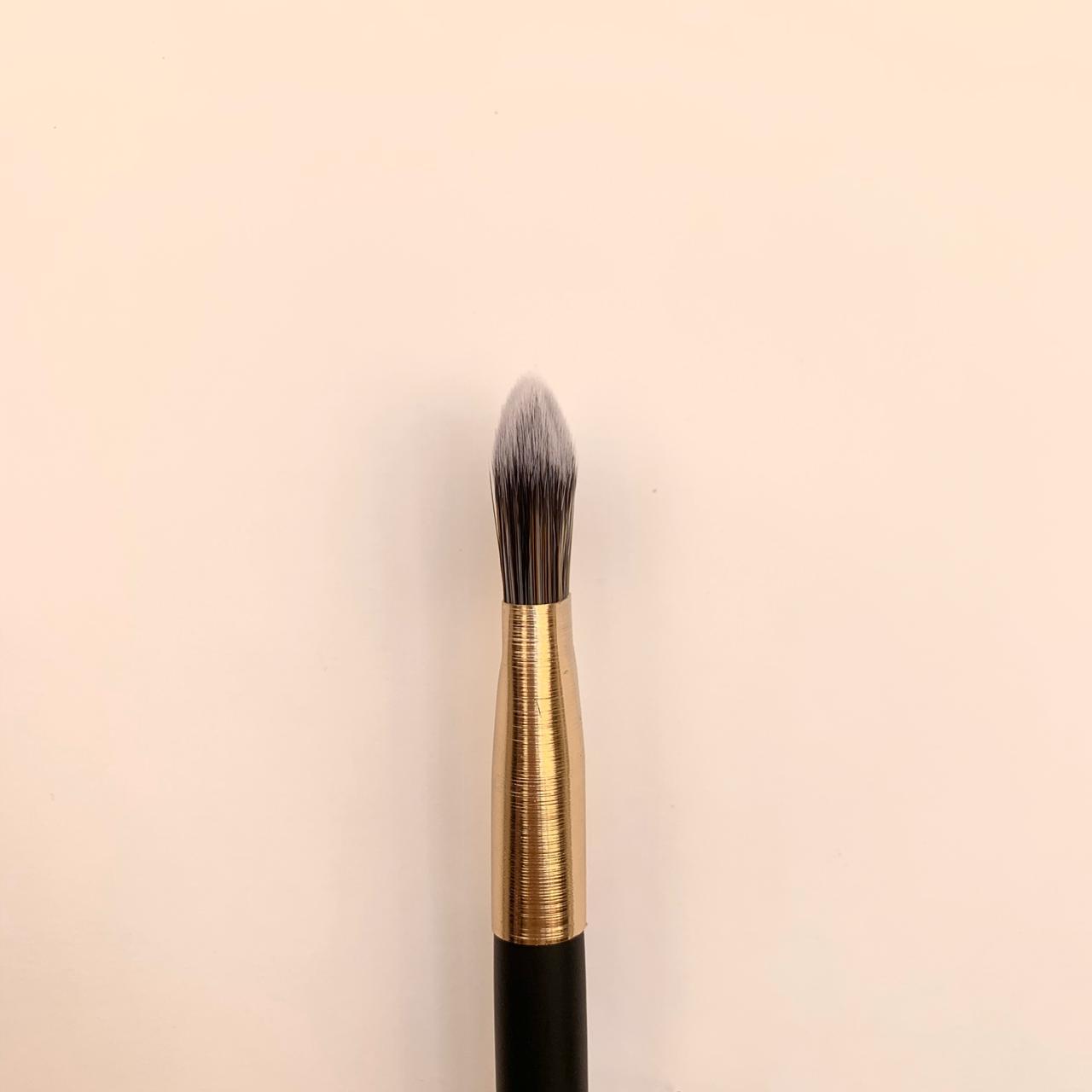 Кисть-лопатка для тонального крема Nascita 121