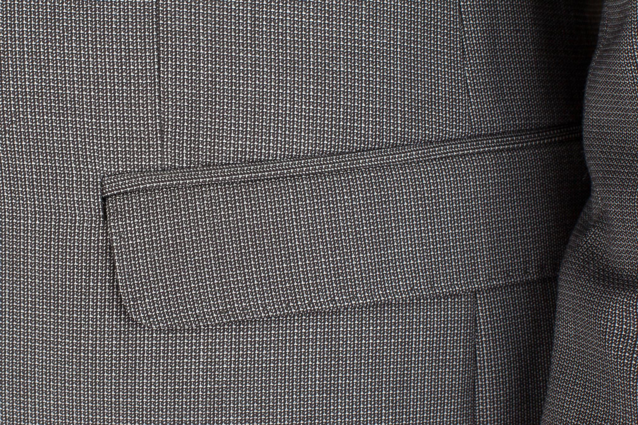 Серый шерстяной костюм, накладной карман