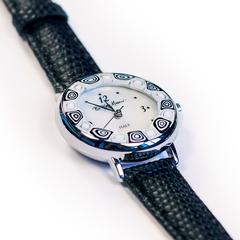 Часы женские наручные черные на кожаном ремешке