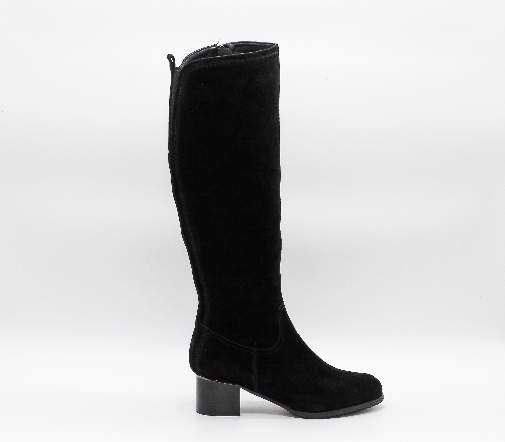 Черные замшевые сапоги на устойчивом каблуке