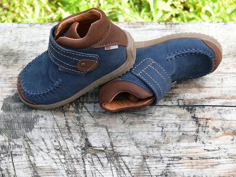 Ботинки для мальчиков кожаные Лель (LEL) на липучке, цвет синий. Изображение 3 из 16.