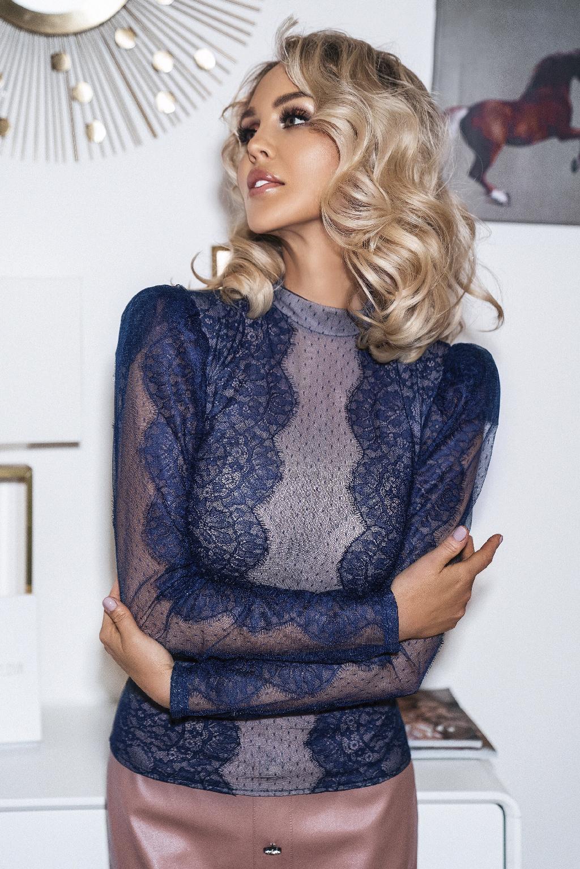 Блуза синяя кружевная с крылышками
