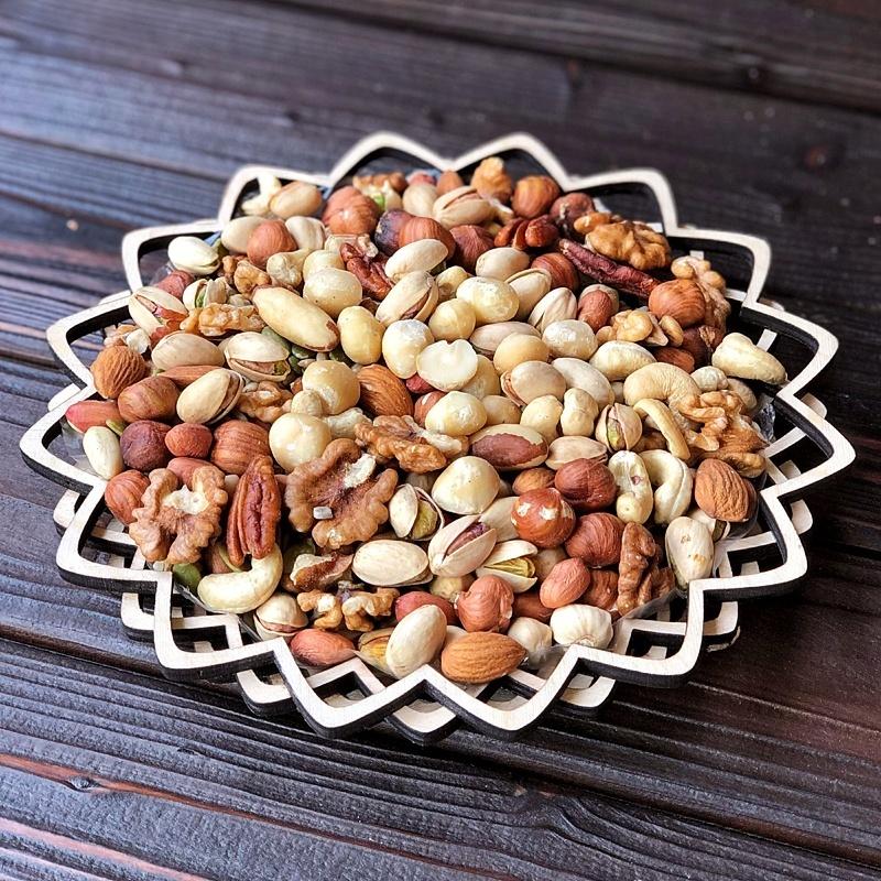Фотография Ассорти орехов с макадамией в корзине 460 гр. купить в магазине Афлора