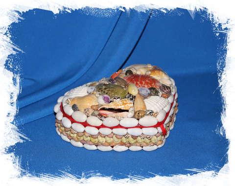 Шкатулка для украшений из ракушек