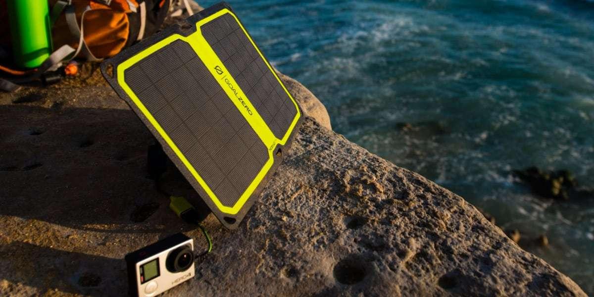 Солнечная панель Goal Zero Nomad 14 Plus заряжается