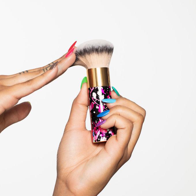 Кисть для тональной основы the buffer™ airbrush finish foundation brush