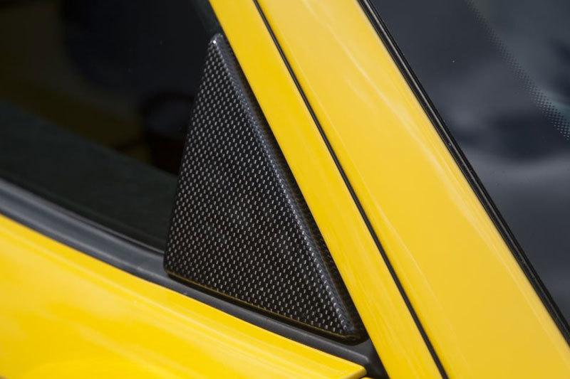 Карбоновые треугольные вставки в окна дверей для Ferrari 458 Speciale