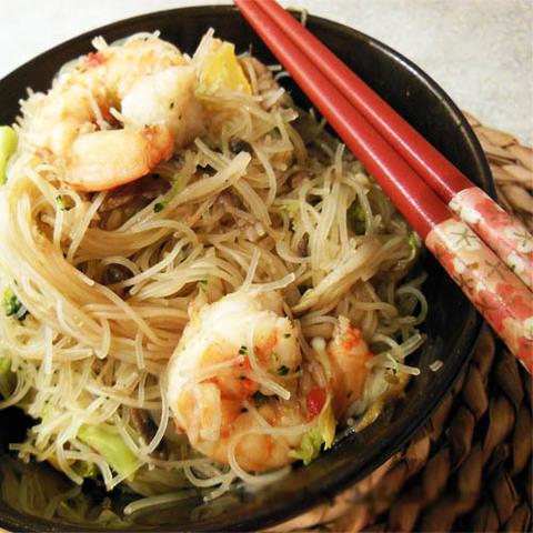 https://static-ru.insales.ru/images/products/1/5233/84014193/shrimp_noodles_shiitake.jpg