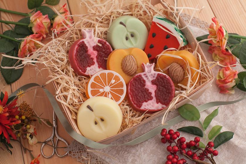 Мыло ручной работы в форме фруктов. Яблоко
