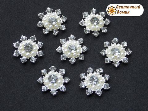 Жемчужно-стразовая снежинка на серебре №5