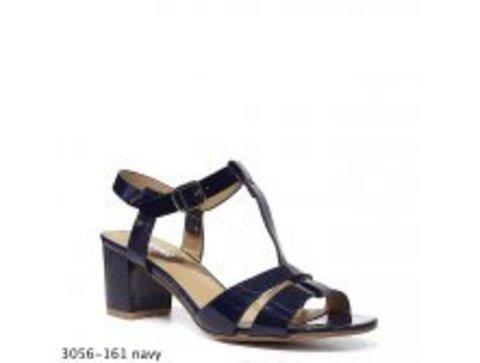 Босоножки синего цвета на невысоком каблуке