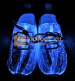 Светящиеся кроссовки с USB зарядкой на шнурках, цвет белый, светится верх. Изображение 5 из 23.