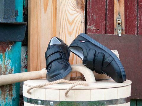 Ботинки на липучках для мальчиков Лель (LEL) из натуральной кожи цвет черный. Изображение 3 из 17.
