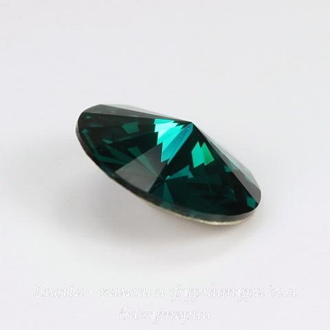 1122 Rivoli Ювелирные стразы Сваровски Emerald (SS47) 10,54-10,9 мм (2)