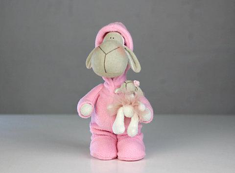 Овечка в рожевій піжамі. Овечка Тільда.