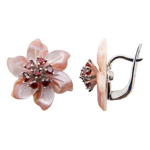Серьги в форме цветов из розового перламутра с гранатом