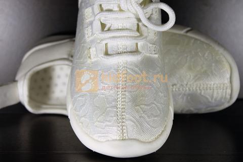 Светящиеся кроссовки с USB зарядкой на шнурках, цвет белый, светится верх. Изображение 18 из 23.