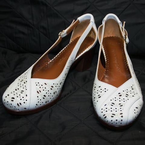 Босоножки закрытый носок и пятка. Летние туфли на низком каблуке Marani Magli White.