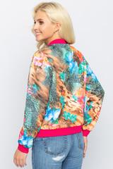 <p><span>Хит! Модный бомбер, у которого в этом сезоне нет конкурентов. Бомбер прекрасно дополнит множество модных образов. Функциональные карманы. По переду замок.</span></p>