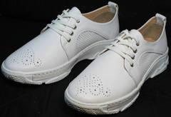 Перфорированные туфли кроссовки женские белые Derem 18-104-04 All White.