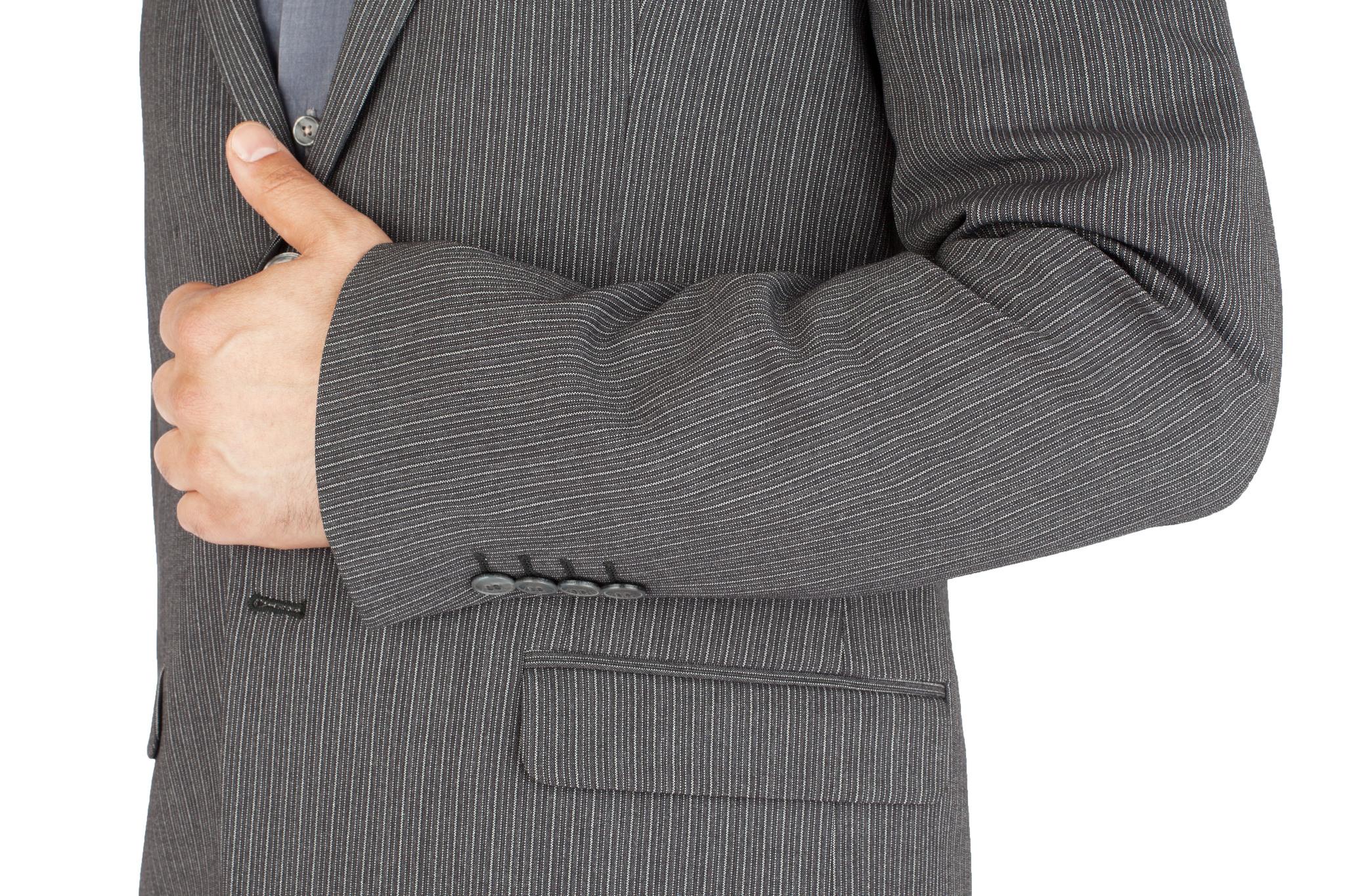 Серый шерстяной костюм в контрастную полоску, накладной карман