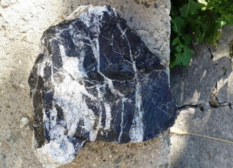 черный мраморный булыжник образец
