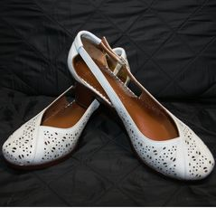 Женские кожаные туфли на низком каблуке Marani Magli 031 405 White.