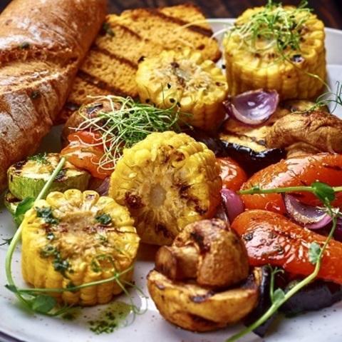 Овочі гриль з соусом Базилік