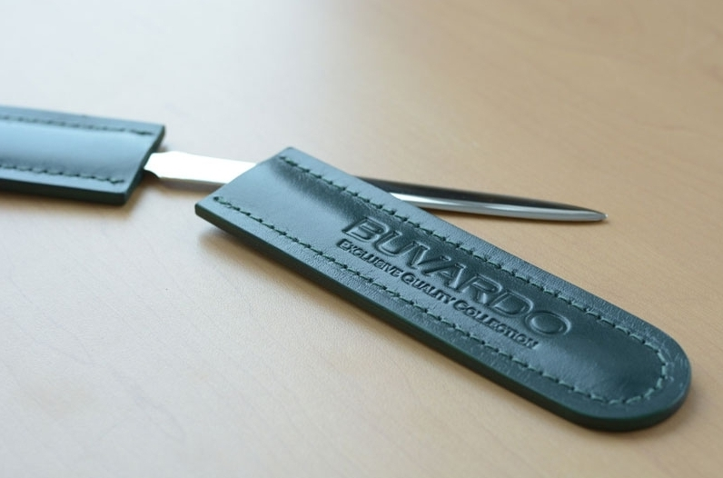 Канцелярский нож с ножнами для кожаного набора на стол руководителя.