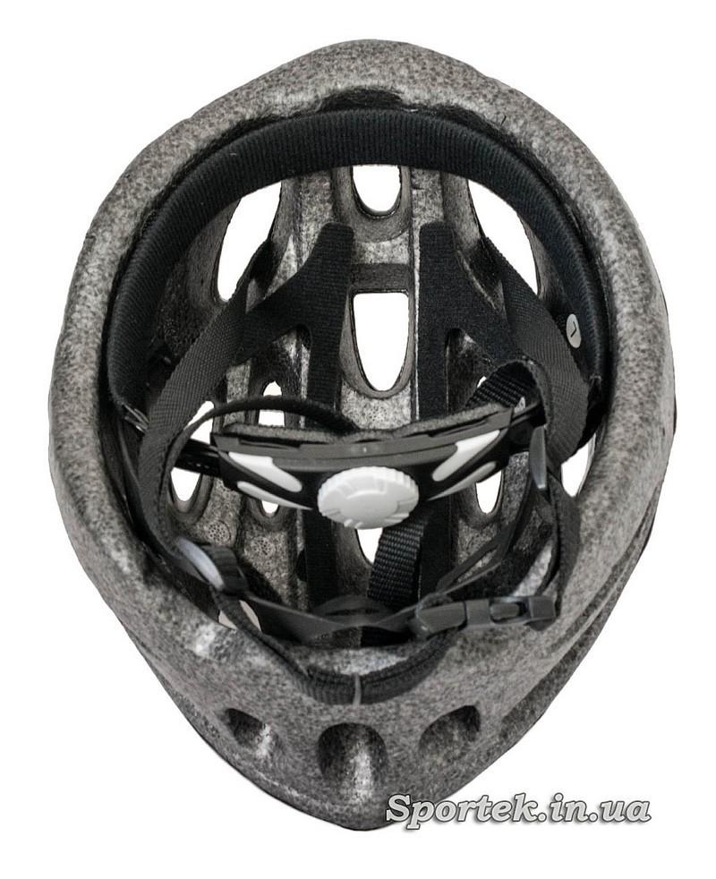 Вид внутри крос-кантрийного велошлема красно-серого цвета
