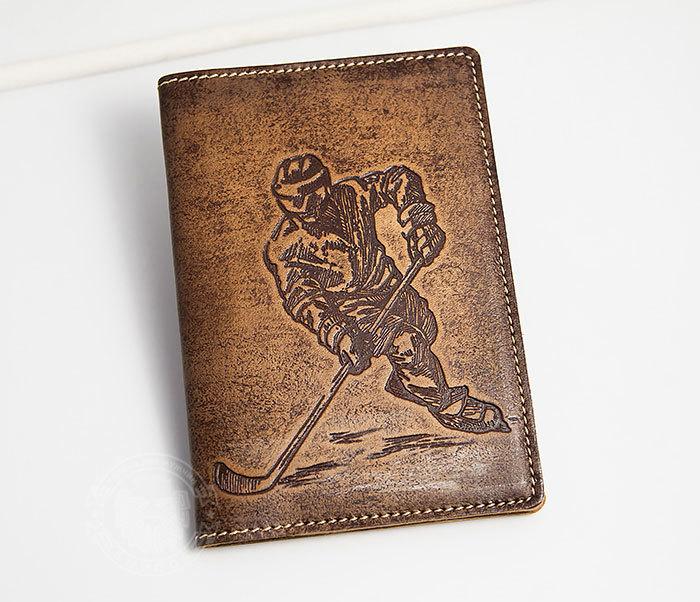 BY14-38-02 Обложка для паспорта «Хоккей» из натуральной кожи