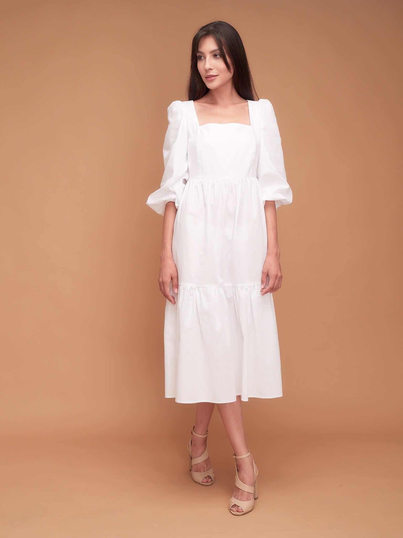 Легкое платье с объемными рукавами