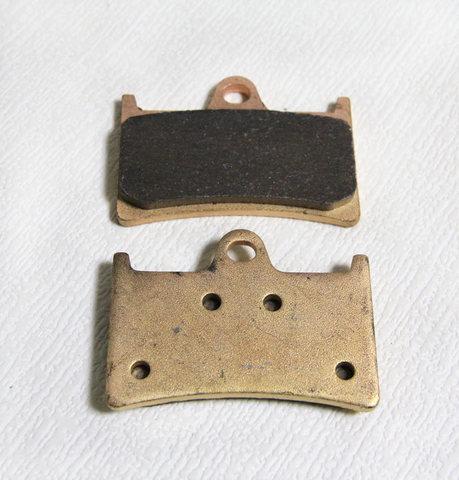 Синтетические тормозные колодки для Yamaha YZF R6, R1, XJR 1300, FJR 1300