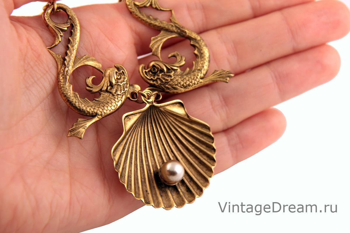 Exquisite marine-style necklace by Joseff of Hollywood. Book Piece