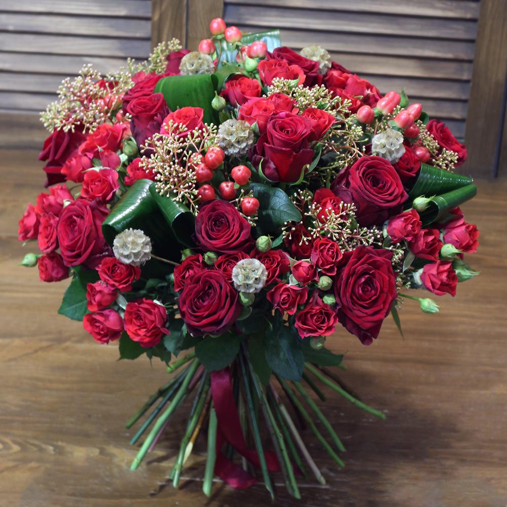 Купить шикарный букет из красных роз в Перми