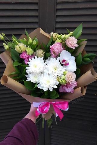 Букет из орхидеи, хризантемы и эустомы  #1824