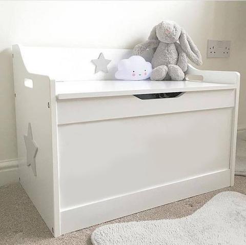 ящик для игрушек белого цвета